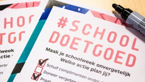 close-up van de checklist Schooldoetgoed