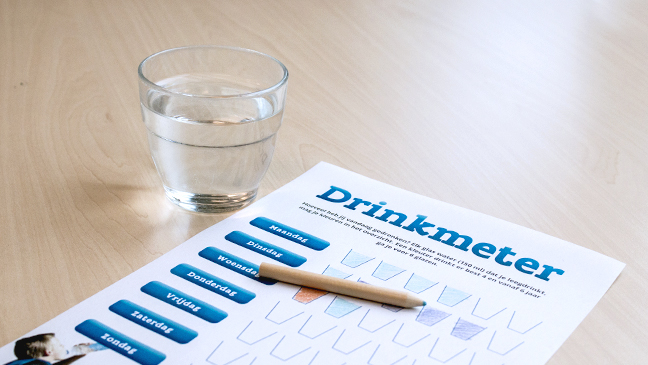 Glas water en drinkmeter
