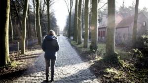 vrouw op een weg
