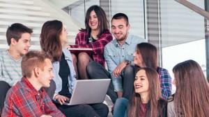 groepje leerlingen in gesprek