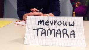 naambordje 'Mevrouw Tamara' op lessenaar