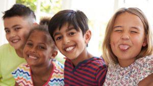 groepje kinderen met verschillende huidskleur