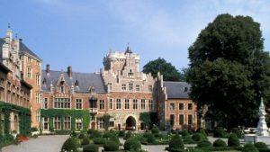 zicht op tuin en kasteel van Gaasbeek