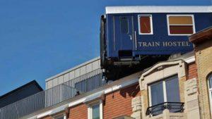 buitenaanzicht Train Hostel