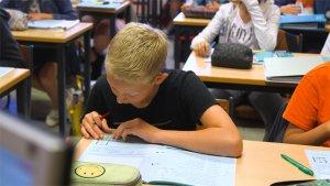leerling volgt les wiskunde