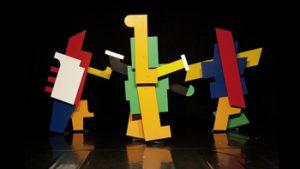 Houten mannetjes in Bauhaus stijl