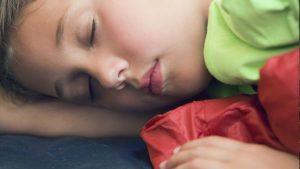 Bedplassen: meisje slaapt