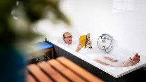 Leraar van het Jaar 2017 Christophe Laes leest in bad en geeft boekentips over onderwijs